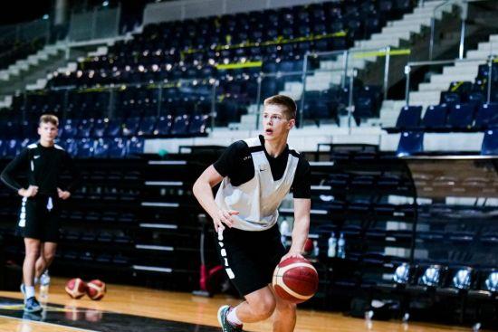Šešiolikmečių rinktinėje Plungės SRC krepšininkas